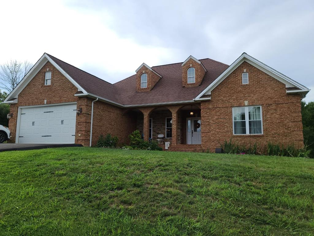 BUILT BY TWIN ENTERPRISES IN 2007 THIS MODERN BRICK CAPE COD SITS ON 1.61 SEMI-PRIVATE ACRES IN HIDDEN VALLEY SUBDIVISION IN THE TOWN OF RICHLANDS. GORGEOUS OPEN FLOOR PLAN INCLUDING THE KITCHEN, BREAKFAST NOOK, DINING AREA AND LIVING ROOM WITH CATHEDRAL CEILINGS AND RECESSED LIGHTING.  KITCHEN CABINETS WITH TILE COUNTERTOPS AND STAINLESS STEEL APPLAINCES.  FEATURES 3 BEDROOMS 2 BATHS, BEAUTIFUL FLOORING THROUGHOUT.  MUST SEE!  MINUTES TO EVERYTHING! SPACIOUS MASTER SUITE WITH LARGE BATHROOM AND WALK-IN CLOSET. 2 ADDITIONAL BEDROOMS ARE VERY LARGE WITH 2 CLOSETS EACH. COVERED BACK PORCH RIGHT OFF THE KITCHEN GREAT FOR ENTERTAINING. JUST WAIT TILL YOU SEE THE FIREPLACE AND TRIM! THIS HOME HAS BEEN METICULOUSLY CARED FOR AND MAINTAINED. SCHEDULE YOUR SHOWING TODAY!