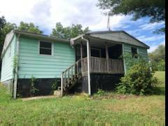 3 BEDROOM BUNGALOW IN QUIET COUNTRY LOCATION WAITING FOR YOUR SPECIAL TOUCHES.  CALL FOR AN APPOINTMENT TODAY.