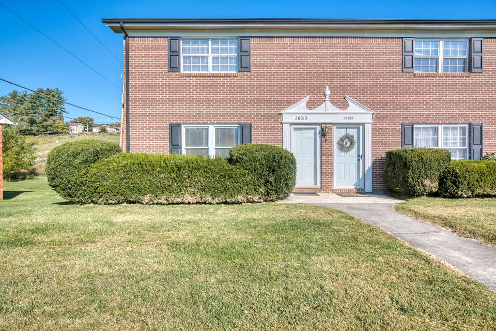 This condo is clean and well maintained, Just minutes from Johnston memorial hospital and downtown Abingdon! Priced affordably, this one will not last long!