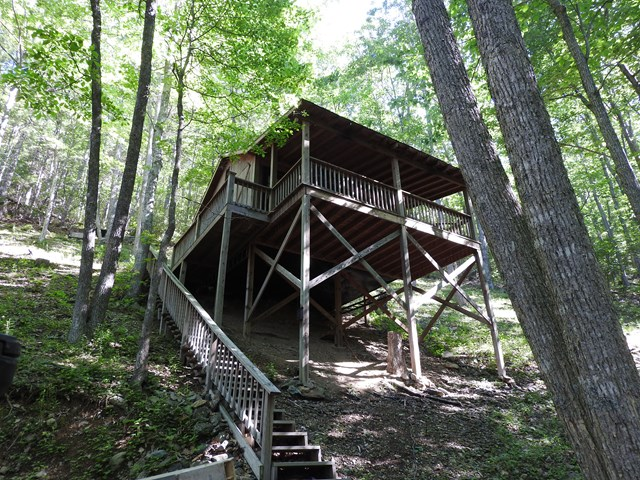 Very private mountain cabin on 25 wooded acres that joins National Forest, two mountain streams flowing through property, great for weekend getaways, hunting, hiking, four-wheeler riding, and all your outdoor activities. Property has no utilities.