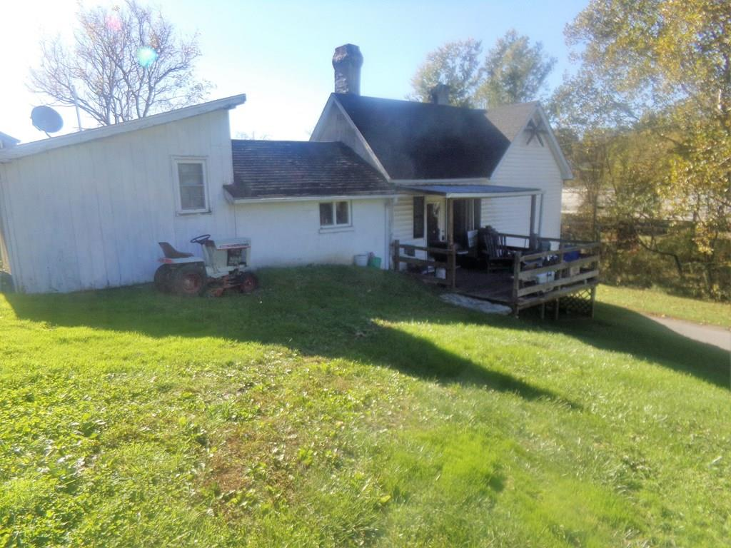 INVESTMENT PROPERTY IN WYTHE COUNTY!! With a little TLC this 2 bed 1 bath home could be an ideal rental property or a great home for a first time homeowner. Conveniently located just minutes from I81 and I77.