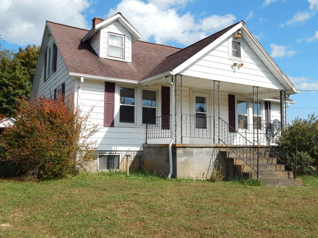 JUST WHAT YOU WERE LOOKING FOR! FARM HOUSE WITH ALL THE CHAM. 3 BEDROOMS, BATH, SPACIOUS KITCHEN, LIVING ROOM, UTILITY ROOM, OFFICE, FULL BASEMENT, 3 CAR GARAGE, BARN AND OTHER OUT BUILDINGS. COVERED FRONT PORCH, CLOSE TO SCHOOLS AND SHOPPING.