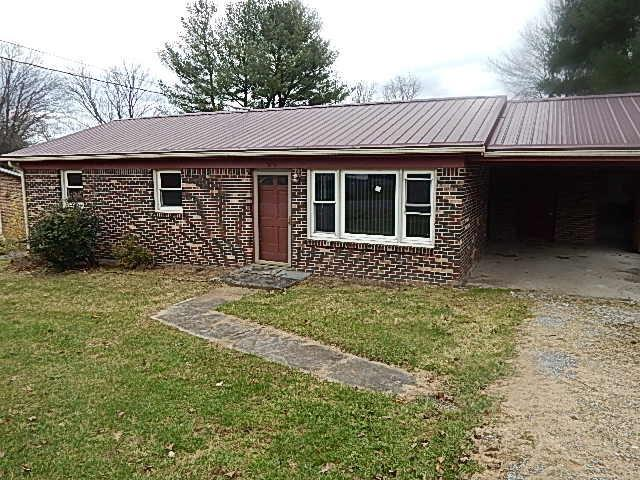 This 3 bedroom 1 bath home has a lot to offer carport with extra storage, one level living, large level yard, with enough room for a small garden. Looking to down size this is the perfect home for you. Conveniently located to Interstate 81, Claytor Lake State Park, Shopping, and schools