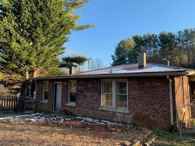 ATTENTION INVESTORS. WHAT A GREAT INVESTMENT TO FLIP OR RENT. THIS 3 BEDROOM, 1 BATH, 1280 SQ. FT. BRICK HOME IS  LOCATED IN MARION AND FEATURES A FRONT COVERED PORCH, SOME FENCING, SOME HARDWOOD FLOORING, FIRPLACE, A FULL BASEMENT AND MUCH MORE. SNATCH THIS ONE UP BEFORE ITS GONE!!