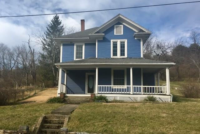 BEAUTIFUL 2-STORY HISTORICAL HOME WITH MANY UPDATES!! OAK FLOORING AND TRIM THRU OUT THE HOUSE. OAK SPIRAL STAIRCASE AT THE FRONT ENTRANCE AND UPDATED KITCHEN CABINETS AND BATHROOMS!!  IF YOU LOVE A HOME WITH CHARACTER, DON'T MISS THIS ONE!!