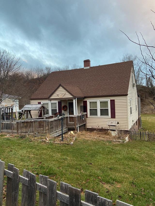 This 3 bedroom 1 bath house would make a great starter home or rental. Only minutes from New River, New River Trail and town of Fries.