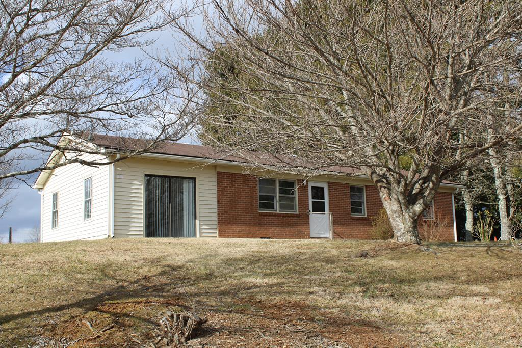 Affordable home near the city limits of Galax. Home features: 1248 sq. ft, family room, living room, kitchen, 3 bedrooms and 1 bath. The laundry is in the bathroom. New inside paint and the home is in very clean condition. All appliances convey with the sale.