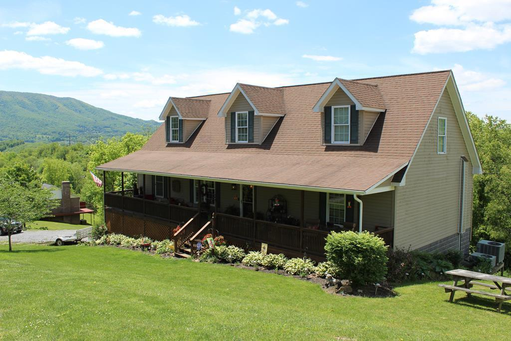 LOVE LOVE THE OPEN FLOOR PLAN OF THIS BEAUTIFUL HOME!! 9FT CEILINGS, LARGE STONE FIREPLACE, BUILT IN KITCHEN WITH A CHEFS PANTRY AND A LARGE MASTER BEDROOM!! HOME HAS BEEN RECENTLY UPDATED WITH NEW PAINT, CARPET, TILE AND MORE!! GREAT PRIVATE DECK WITH BREATHTAKING MOUNTAIN VIEWS!!  READY TO MOVE IN!! CALL TODAY FOR YOUR PRIVATE SHOWING!!