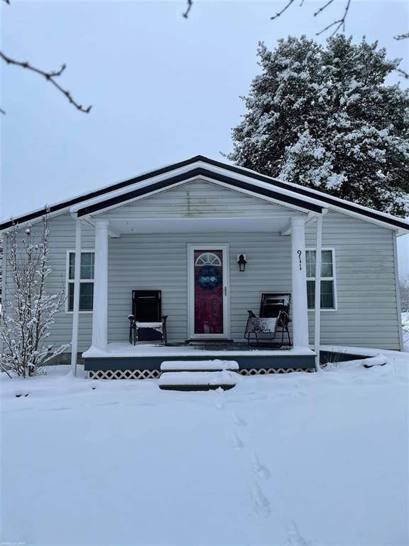 Are you looking for a nice 3 bedroom 2 bathroom house in Radford? Here you go! Conveniently located and minutes to anything you could need. Tons of charm, on a corner lot. Hurry and schedule a showing, this one won't last.