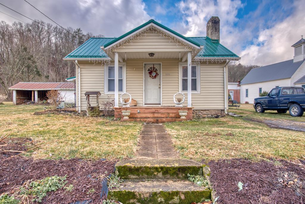 Location, Location! Check out this one level home situated on the Creeper Trail with a river view! Featuring 3 beds & 1 bath with a fenced back yard, this home has tons of potential with a little TLC. Perfect starter home, rental or Airbnb!