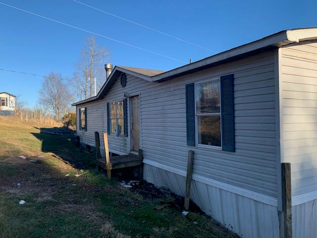 4 BEDROOM, 2 BATH, 1344 SQ. FT. DOUBLE WIDE HOME LOCATED ON 5.04 ACRES OF LAND. HOME FEATURES FIREPLACE, PORCH , DECK AND OUTBUILDING. RURAL LOCATION, YET JUST MINUTES FROM I81 AND I77.