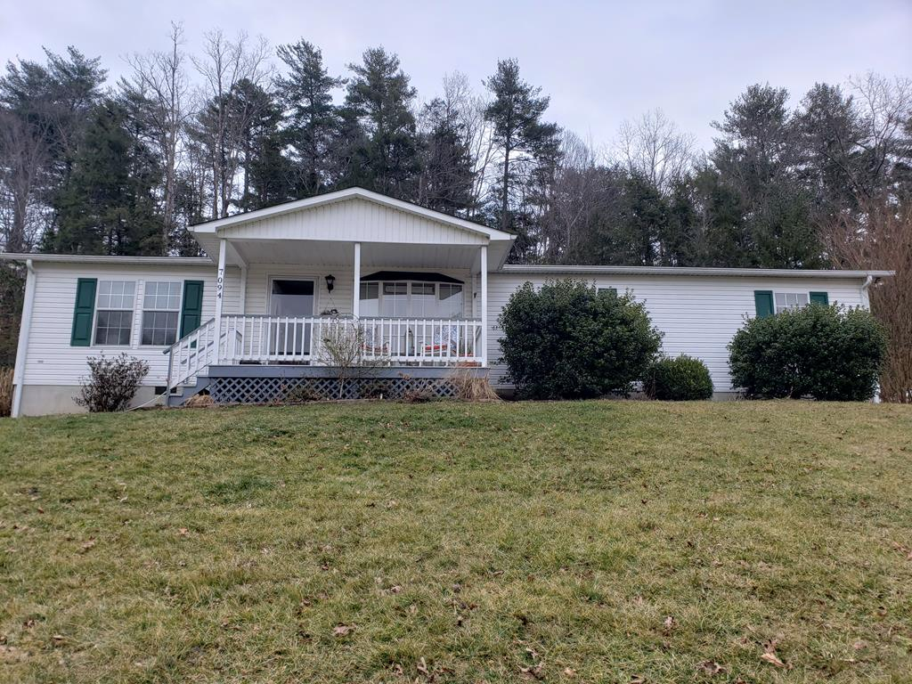 This immaculate, well maintained manufactured home on a permanent foundation, situated on 1 acre in Speedwell, VA is waiting on its new owner!! The home is an especially nice 1998 Norris double wide offering 1568 sq. feet with lovely master bedroom and bath as well as two additional bedrooms and 1 bath. Other great additions to the property is the detached one car garage with workshop and paved drive with additional parking area. Enjoy a quiet evening on one of the two open decks at the back of the home or the covered porch at the front of the home.
