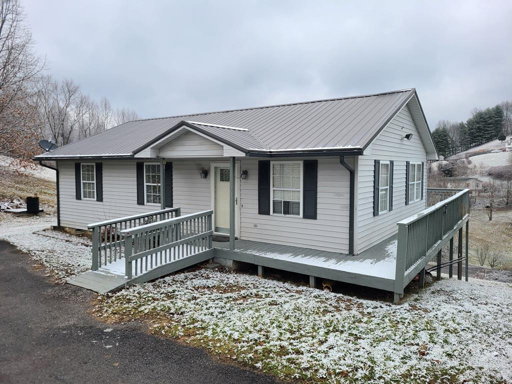 Check out this 3 bedroom 2 bathroom home! Convenient one-level living. Located close to town, this home is near shopping and restaurants. This home would make a great starter home. Features a paved driveway for easy parking. Call today for your showing!