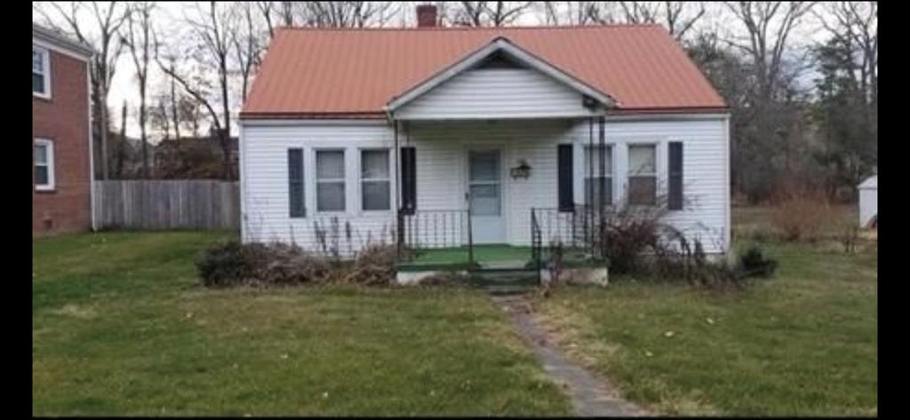 GREAT INVESTMENT OPPORTUNITY!!! CUTE COTTAGE NEEDS YOUR PERSONAL TOUCH ALONG WITH A FEW UPDATES  AND  REPAIRS.  HOME HAS 2 BEDROOMS ON MAIN LEVEL WITH ATTIC BEDROOM UPSTAIRS. NICE LEVEL YARD, CLOSE TO TOWN, WALK TO LIBRARY, SHOPPING, RESTAURANTS, ETC.