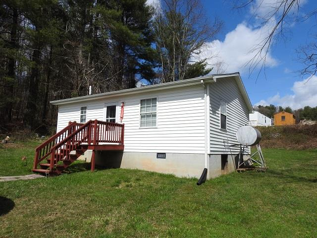 This 1 bedroom 1 bath home would make a great rental or starter home! Prime location convenient to shopping, hospital, schools, I-77, and New River Trail.