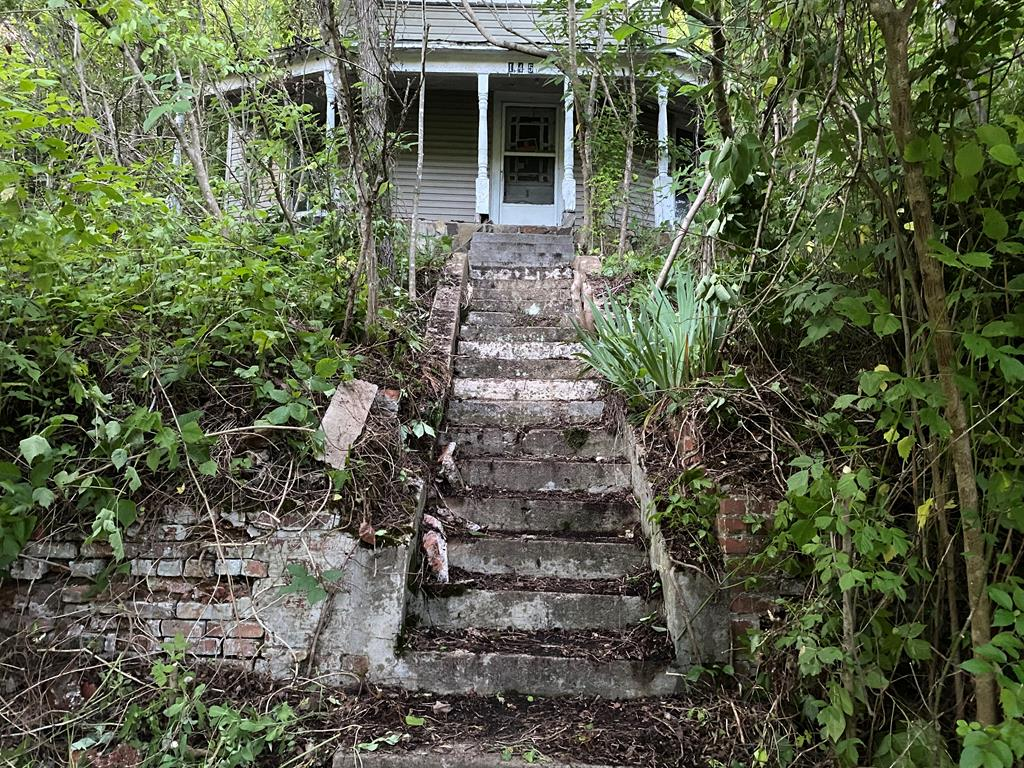 Fixer-upper!  Flippers dream!  Ready for renovation.  House has loads of potential just waiting for restoration.