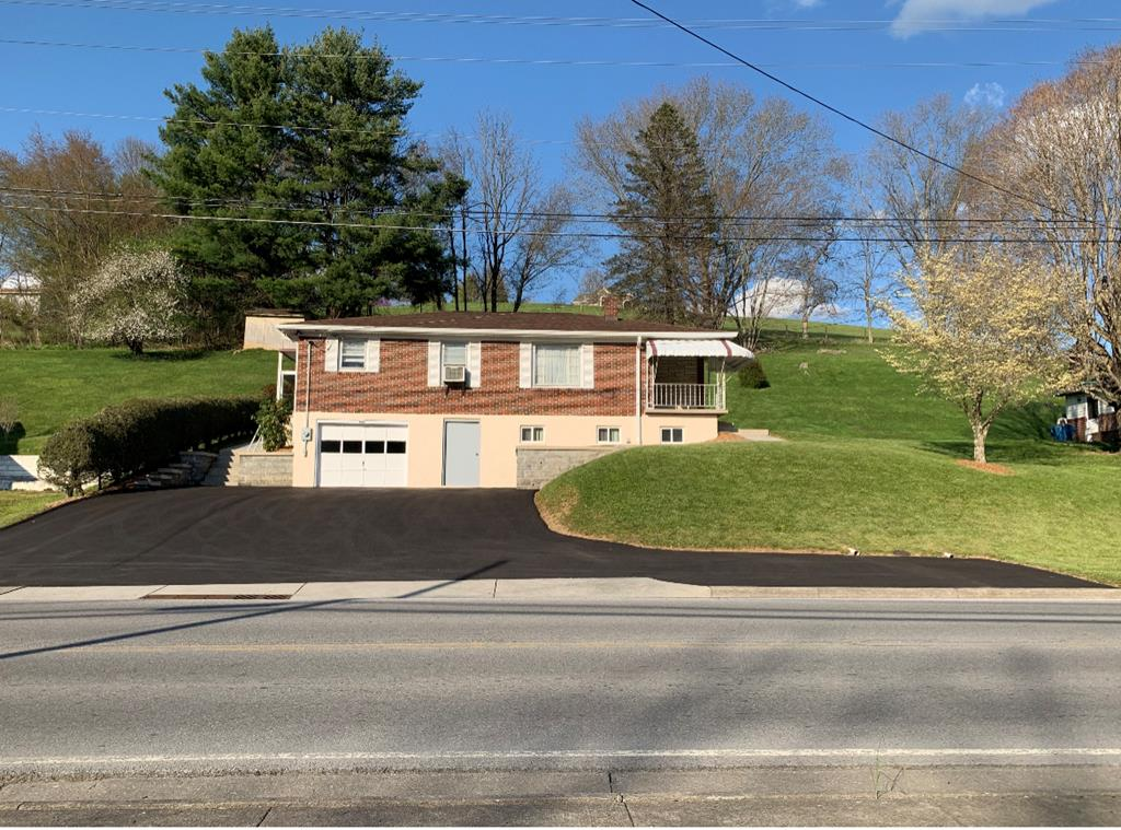 CHARMING AND AFFORDABLE HOME LOCATED ON FREEDOM AVE IN THE TOWN OF TAZEWELL. RAISED RANCH OFFERING EASY LIVING WITH GOOD ACCESS. MANY UPDATES, FULL BASEMENT WITH ONE CAR GARAGE. A MUST SEE!