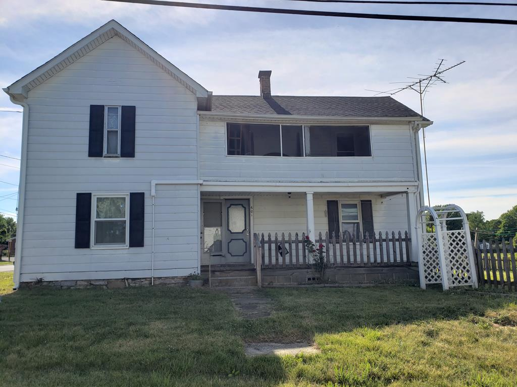 This 1900 two story farm house located in the town of Rural Retreat, VA sits on a nice .19 acre corner lot.  The home offers over 1500 sq. feet  which has 3 bedrooms and 1 bath also upstairs there is a 120 sq. ft. enclosed screened in porch.  Six years ago the folks insulated the home, installed a new heat pump  and new roof. The home is being sold as is with no repairs.