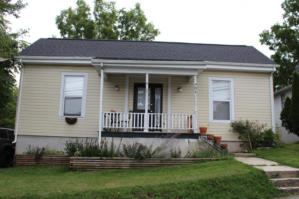 Perfect for investor or DYI owner-occupant, this 2-bedroom home is located in historic Tazewell very near Main Street, library, court house, restaurants. Property is leased through January 31, 2022. Schools are Tazewell Elementary, Middle School, & High School. Conveniently  located  near Main Street, Court House, library, restaurants.