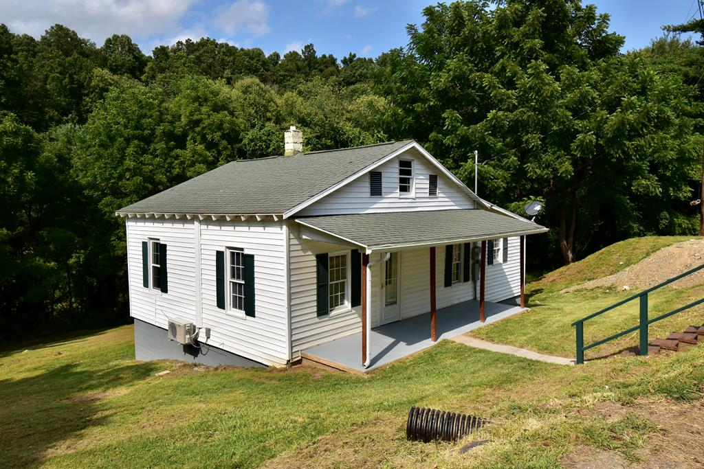 Cozy, 3 bedroom, 1 bath home has new kitchen cabinets, new heat, and floor coverings. Move in ready and close and convenient to downtown Galax while also having walking access to the New River Trail from the back yard. Great starter home or investment property. Wont last long at this price!