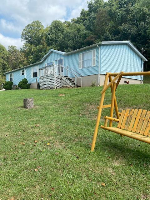 QUITE AND PEACEFUL LIVING...SPACIOUS WELL MAINTAINED HOME -LOCATED NEAR HUNGRY MOTHERS STATE PARK. 4 BEDROOM, MASTER SUIT  OFFERS A  LARGE WALK IN CLOSET, 2 FULL BATH, OPEN FLOOR PLAN, LARGE KITCHEN,  DINING ROOM WITH FIREPLACE.  SIT ON THE BACK DECK AND LISTEN TO THE BIRDS SING.