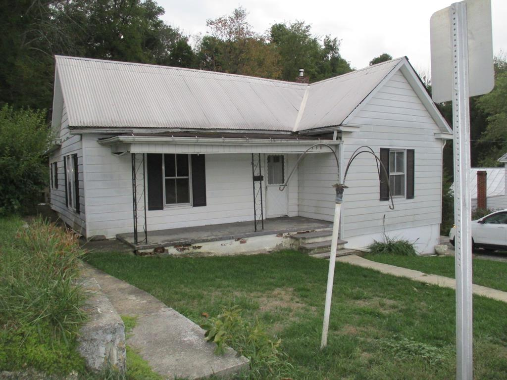 This one level bungalow consist of 3 bedrooms and 2 baths in Town of Marion. With some TLC this could make a great investment or starter home. The homeowner is selling the home in its current condition and will make no repairs or improvement's before sale or negotiate with the buyer for any credits to fund these fix-its.