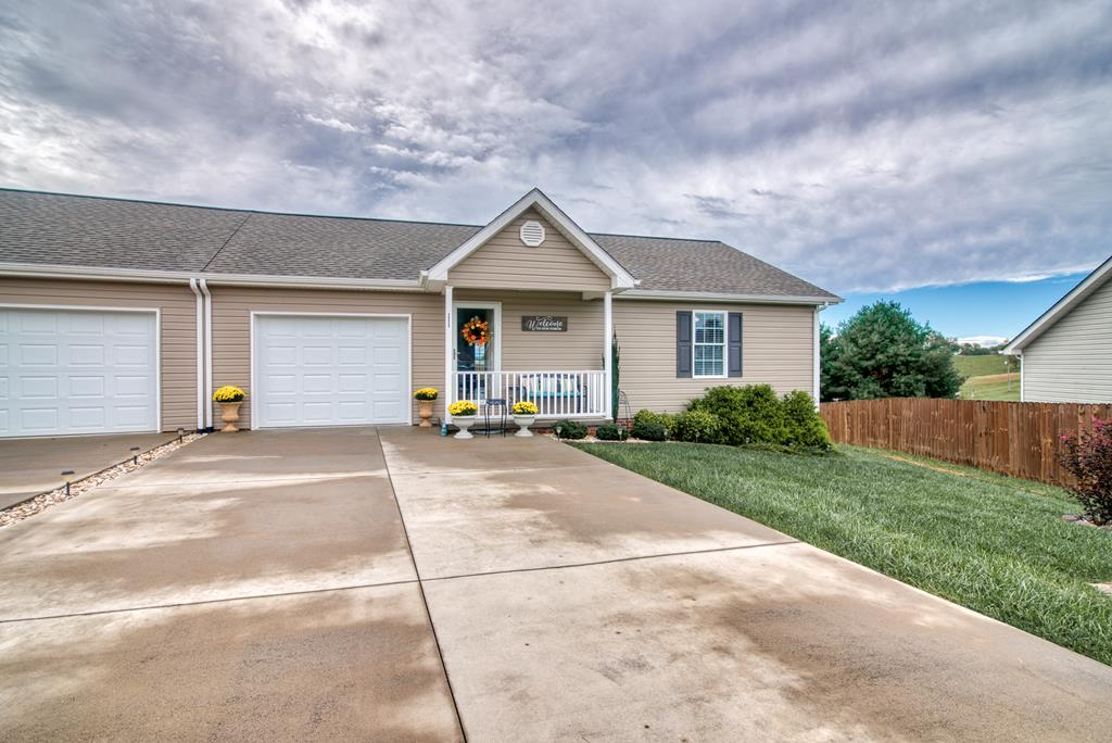 ONE LEVEL & LIKE NEW! Only 4 years old, you can walk into a practically new home. Open layout, 1 car garage, one level, back porch with views and close to town!