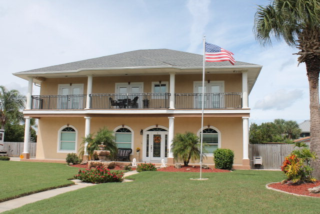 557 10th St N, Flagler Beach, FL 32136