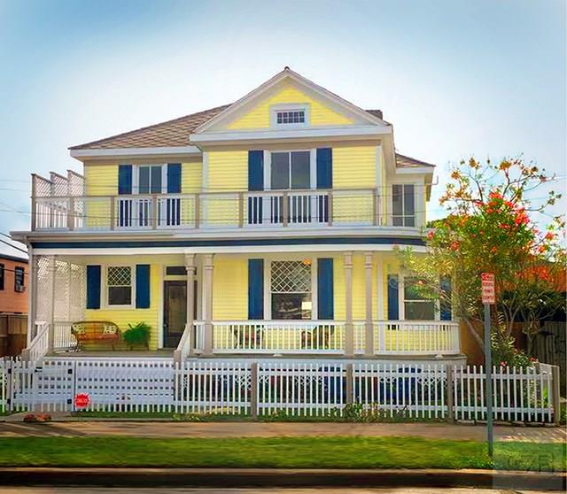 House for sale at 2013 25th Street in Galveston TX
