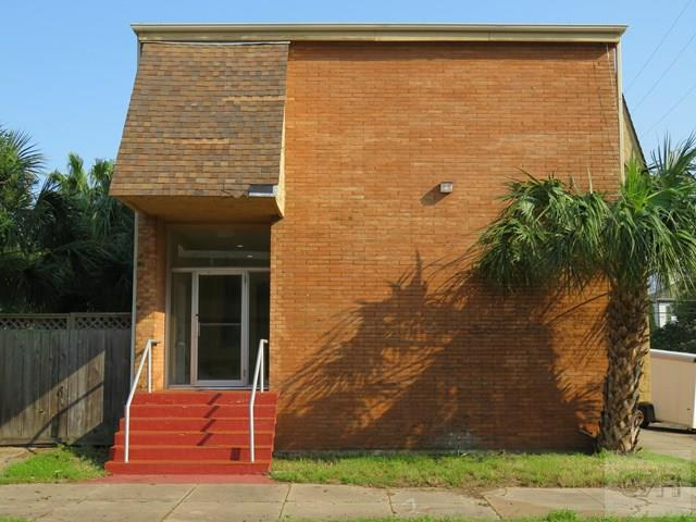 House for sale at 2202 Ave L in Galveston TX