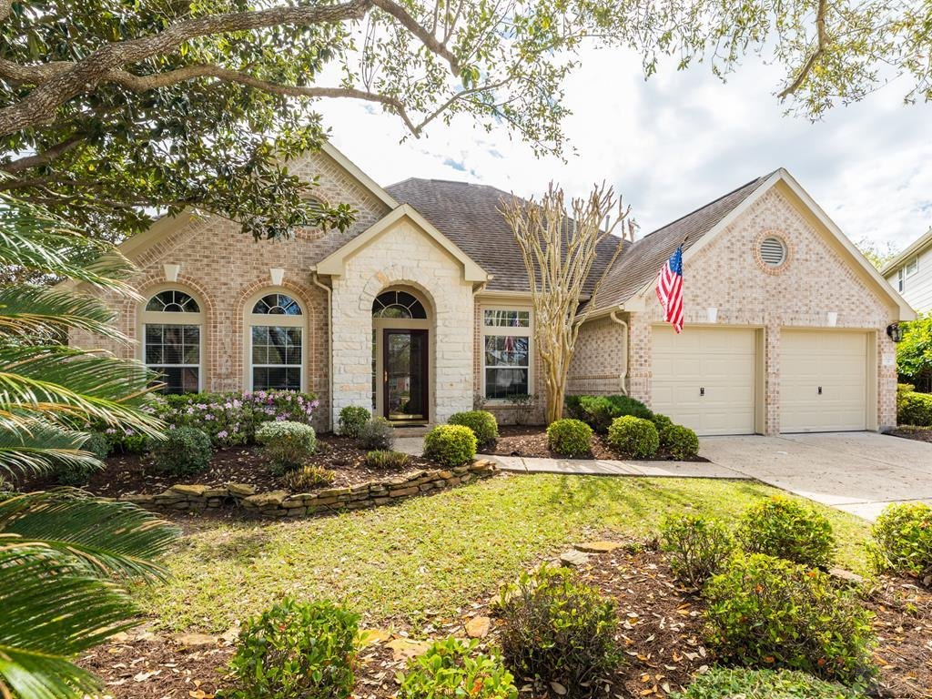 House for sale at 2122 Lakewind Court in League City TX