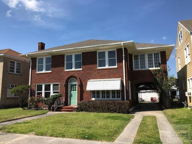 House for sale at 4400 N 1/2 in Galveston TX