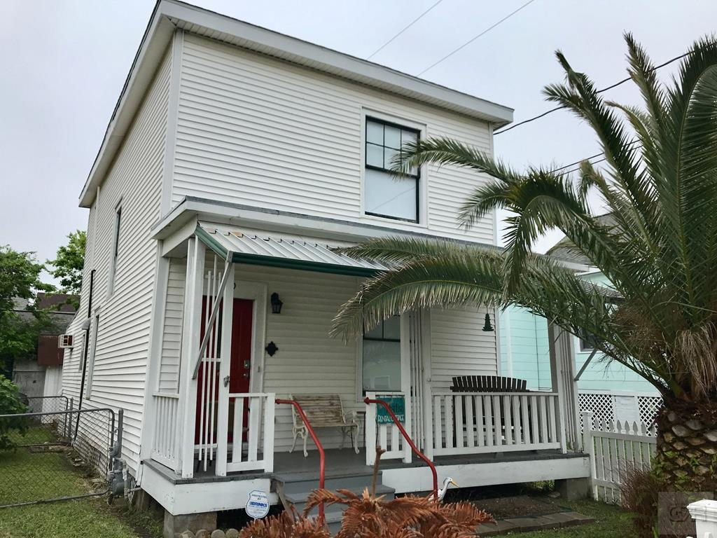 House for sale at 610 13th Street in Galveston TX