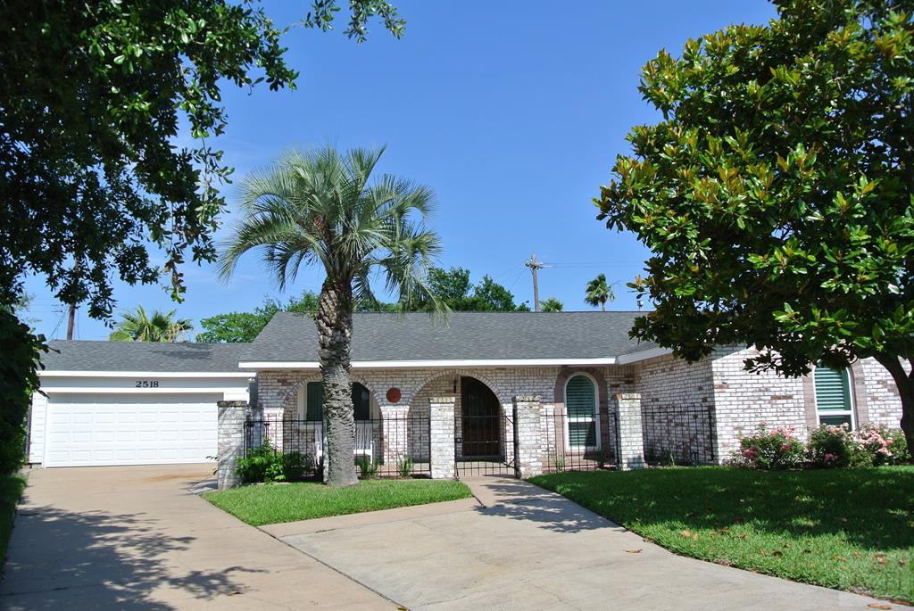 House for sale at 2518 Gerol Circle in Galveston TX