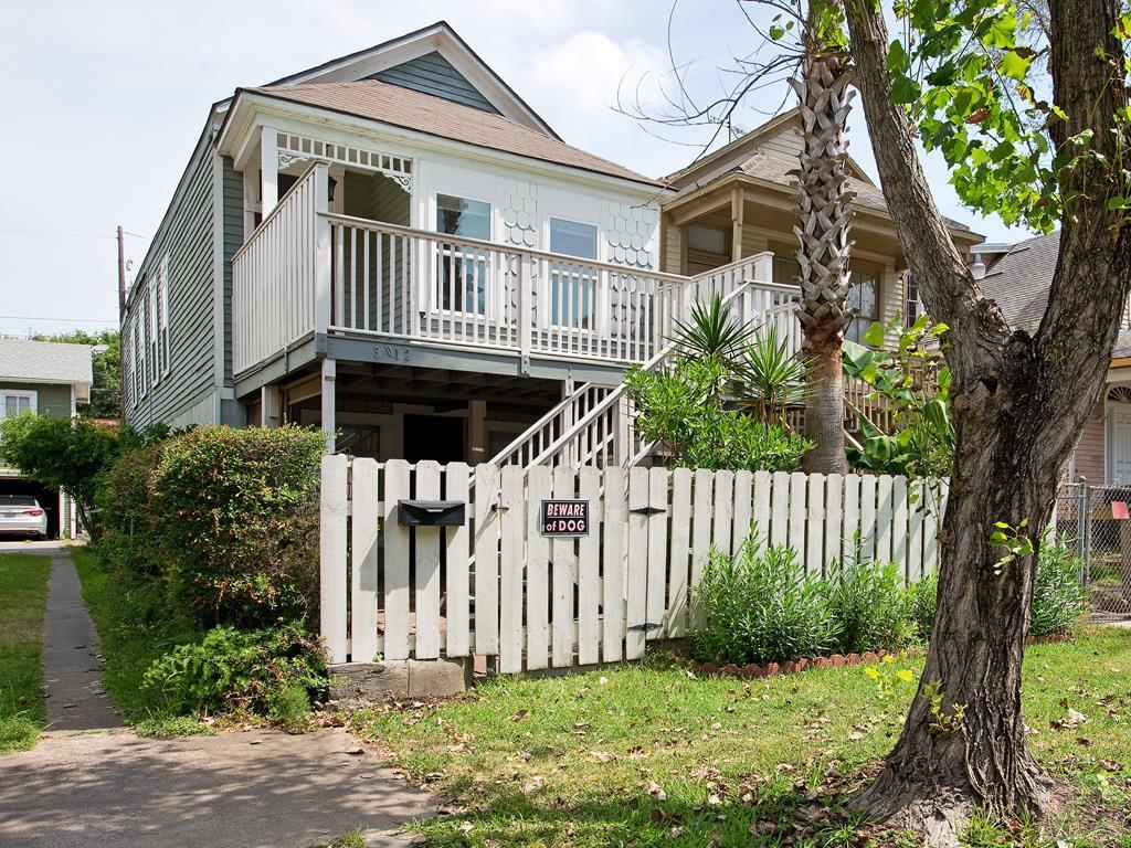 House for sale at 3012 Ave P in Galveston TX