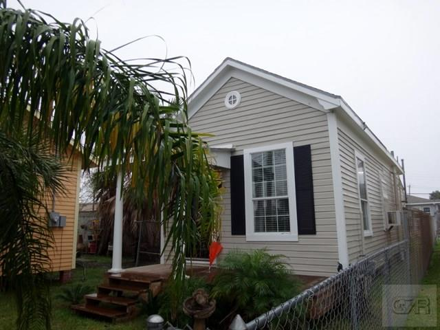 House for sale at 5826 Ave S 1/2 in Galveston TX