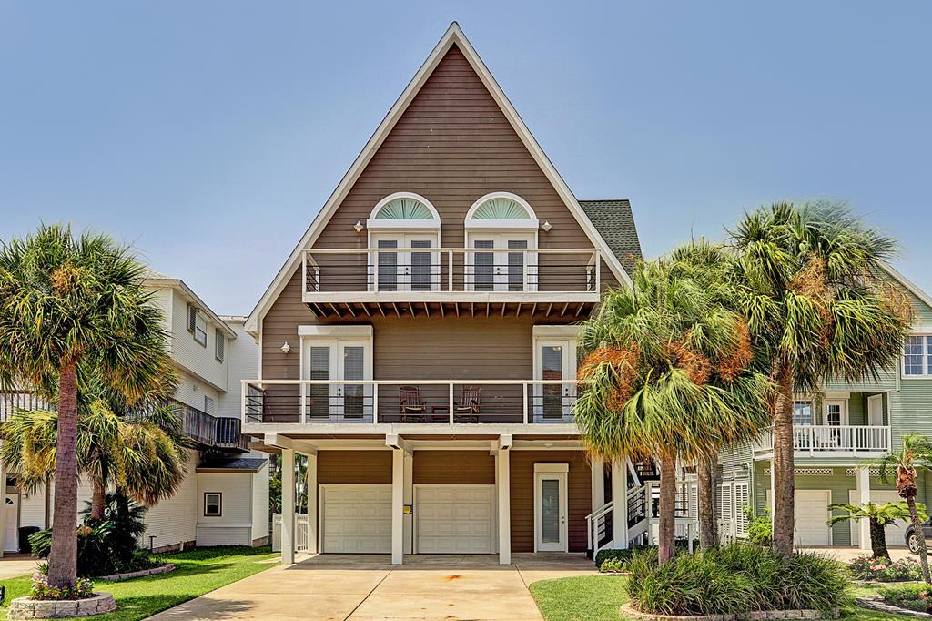 House for sale at 930 Long Reach Drive in Galveston TX