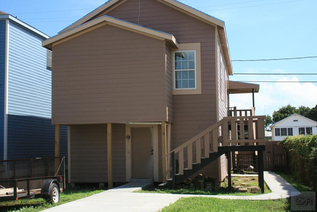 House for sale at 3005 Ave M 1/2 in Galveston TX