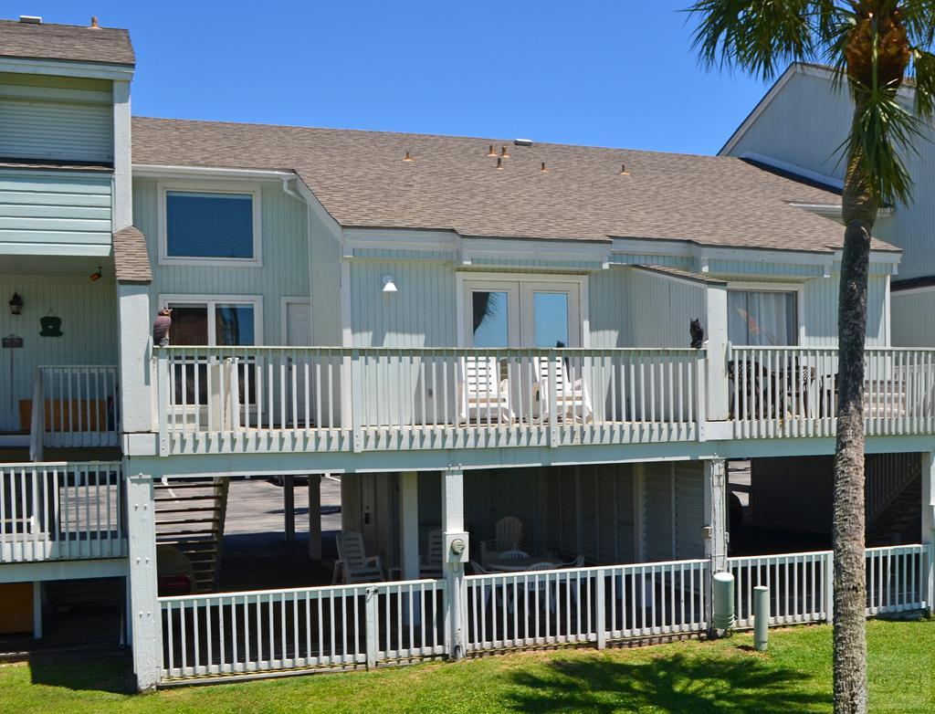 House for sale at 102 Jean Lafitte Cove in Galveston TX